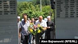 Cvijeće za bošnjačke civilne žrtve