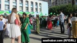 Türkmen mekdebinde soňky jaň pursaty