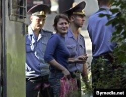 Эніру Браніцкую з «Партнэрства» канваююць у суд, жнівень 2006 году