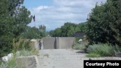 Сама процедура передачи состоялась в 11 часов утра. На границу с Грузией в районе села Эргнети привезли трех человек