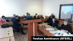 Предварительные слушания по делу инспектора по труду профсоюзной организации нефтесервисного предприятия Oil Construction Company (OCC) Нурбека Кушакбаева, обвиняемого в призывах к продолжению забастовки. Астана, 17 марта 2017 года.