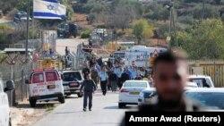 Напаѓачот бил 37-годишен Палестинец, измешан меѓу палестинските работници кои биле претресувани од безбедносните сили на влезот во населбата Хар Адар на Западниот Брег