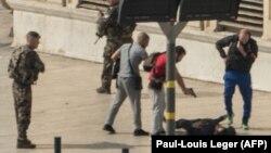 На месте нападения в Марселе 1 октября 2017 года.
