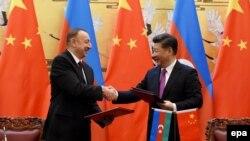 Azərbaycan və Çin prezidentləri İlham Əliytev (solda) və Xi Jinping, Pekin 10 dekabr 2015