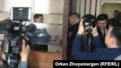 Сырым Әбдірахмановты сот залынан босатып жатқан шақ. Астана, 1 наурыз 2019 жыл.