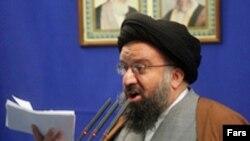 احمد خاتمی، روحانی محافظه کار در اين سخنرانی گفت: «همسايه ما، پاکستان، آرام آرام حسن همجواری را از دست داده است.»