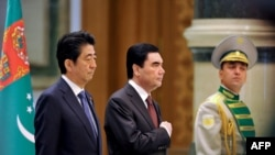 Синдзо Абэ и президент Туркмении