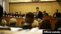 Premijer Zoran Milanović i članovi Vlade u hrvatskom parlamentu, 23. prosinac 2011.