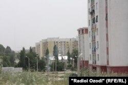 Яке аз биноҳои навсохт дар Душанбе.