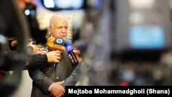 بیژن نامدار زنگنه، وزیر نفت، اخیرا گفت که حفظ سهم ایران در بازارهای جهانی نفت مهمتر از قیمت نفت است.