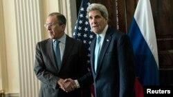 Ресей сыртқы істер министрі Сергей Лавров (сол жақта) пен АҚШ мемлекеттік хатшысы Джон Керри. Лондон, 14 наурыз 2014 жыл.
