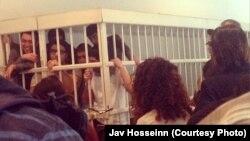 Активисты NIDA в суде во время встречи с родными и близкими, апрель 2014