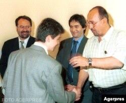 Florin Radu Ciocanelea, stânga, spate, pe vremea când era director adjunct la Petrom, aici alături de Liviu Luca, pentru care urma să lucreze mai târziu, la Petromservice, după care a lucrat și la GSP, compania lui Gabriel Comănescu