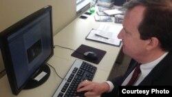 Հայաստան -- ԱՄՆ դեսպան Ռիչարդ Միլզը առցանց պատասխանում է ֆեյսբուքյան օգտատերերի հարցերին, Երևան, 9-ը դեկտեմբերի, 2015թ․