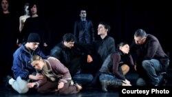 """Театарската претстава """"Работниците умираат пеејќи"""" на белградски БИТЕФ."""
