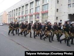 В Петербурге полиция направляется на разгон мирной демонстрации, 9 сентября 2018