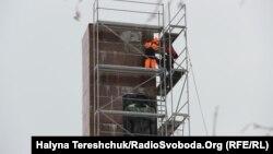 Демонтують лише стелу, вартість робіт 300 тисяч гривень