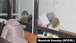 Подсудимые по делу об убийстве фигуриста Дениса Тена на предварительных слушаниях. Алматы, 25 декабря 2018 года.