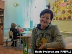 Нина Федоровна ежедневно тратит четыре часа, чтобы отвести детей в школу и забрать их оттуда