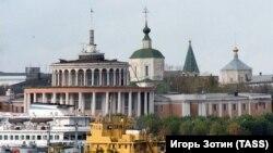Речной порт в Твери и здание Речного вокзала (архивное фото)