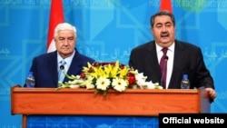 وليد معلم، وزیر امور خارجه سوریه به همراه هوشيار زيباری، وزير امور خارجه عراق در کنفرانس خبری در بغداد