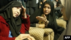 Zahra Rahnavard (left)