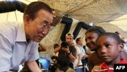 Генеральный секретарь ООН Пан Ги Мун в Порт-о-Пренсе