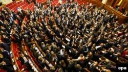 Під час голосування руками у Верховній Раді, 16 січня 2014 року