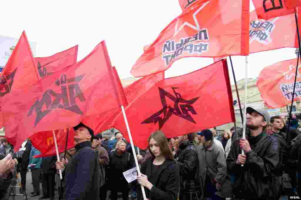 На митинг пришло около 200 человек.