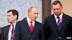 Primul ministru Vladimir Putin cu Oleg Deripaska
