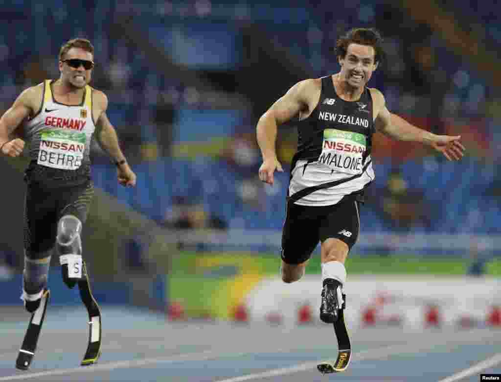 Жаңа зеландиялық Лиам Малони қос аяғынан айырылған спортшылар арасында 200 метрге жүгіруде паралимпиада чемпионы атағын жеңіп алды.