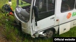 Белорт юлында казага очраган автобус (Башкортстан эчке эшләр министрлыгы фотосы)