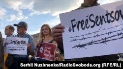 На акції на Майдані зараз більше сотні людей