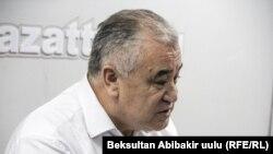 """Өмүрбек Текебаев """"Азаттыктын"""" студиясында."""