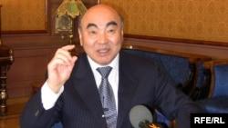 """Аскар Акаевдин """"Азаттык"""" радиосуна интервью берген учуру. 2010-жылдын 23-марты. Москва шаары."""