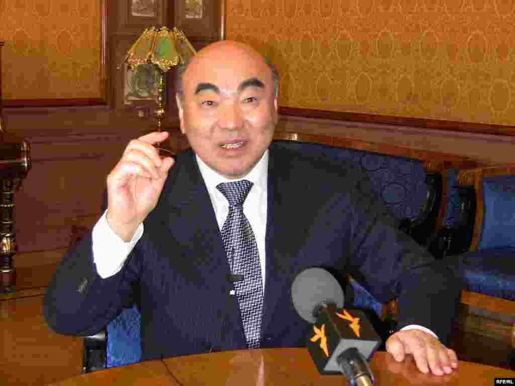 """Аскар Акаев из интервью """"Азаттыку"""" (31.08.2012): """"Правильно, что сегодня с ростом цен надо поднимать вопрос об увеличении доли Кыргызстана"""""""