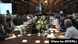 На совещании в Южно-Казахстанском областном акимате по вопросам социальной реформы. Шымкент, 2 августа 2017 года.
