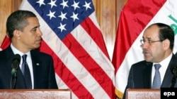 رئيس الوزراء العراقي نوري المالكي مع الرئيس الأميركي باراك أوباما في قاعدة عسكرية قرب بغداد 7 نيسان 2009