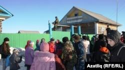 Себер татарлары Әмәл бәйрәмендә көлцән таратты