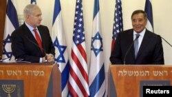 AQSh Mudofaa vaziri Leon Panetta Isroil Bosh vaziri Benyamin Netanyahu bilan matbuot anjumani o'tkazid. 1 avgust¸ 2012 yil