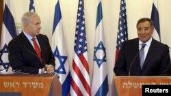 İsrailin Baş naziri Benjamin Netanyahu (solda) və ABŞ-ın Müdafiə naziri Leon Panetta, 1 avqust 2012