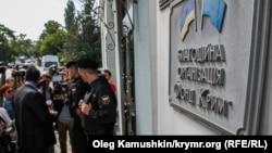 Судебные приставы Российской Федерации берут под арест здание Меджлиса в Симферополе. Сентябрь 2014 года