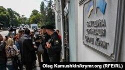 Здание Меджлися, пренадлежащее Фонду «Крым», в оцеплении полиции, сентябрь 20014 г.