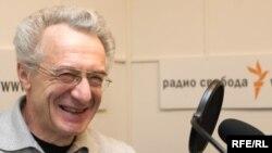 Директор Института прав человека Валентин Гефтер считает, что не закон ограничивает конституционную свободу граждан