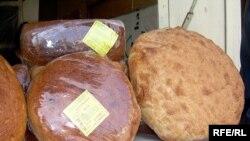 7 августа во всех магазинах города Шеки цена буханки хлеба подорожала на 5 гяпик, составив 30 гяпик