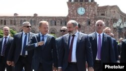 Armenia -- Armenian Prime Minister Nikol Pashinian and European Council President Donald Tusk stroll in downtown Yerevan after their talks, July 10, 2019.