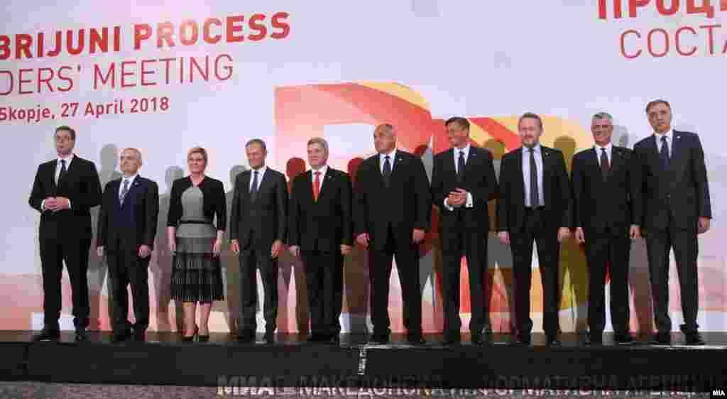 МАКЕДОНИЈА - Одговорноста сега е кај земјите-кандидатки и потенцијалните кандидати на патот за стекнување полноправно членство во ЕУ на кој треба посветено и натаму да работат на реформите, кои од нив се бараат, заклучија учесниците на состанокот на лидерите на земјите во Процесот Брдо-Бриони во Скопје.