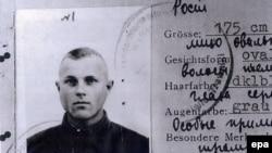 Одной из главных улик обвинения является служебное удостоверение Демьянюка в качестве служащего СС за номером 1393