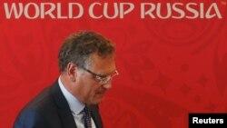 Генеральный секретарь ФИФА Жером Вальк после пресс-конференции в Самаре (10 июня 2015 года)