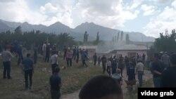 Фотография очевидца с места инцидента на границе Баткенской области и узбекистанского анклава Сох. 31 мая 2020 года.
